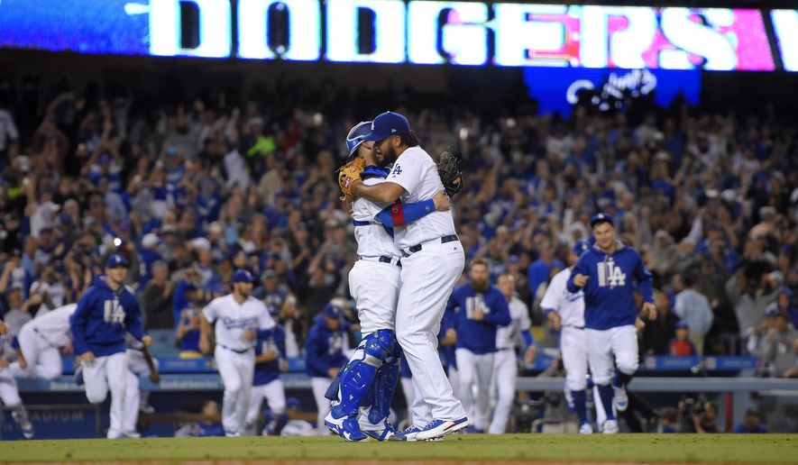 f7fb7a3f4 Dodgers beat Giants 4-2 to clinch 5th straight NL West title ...