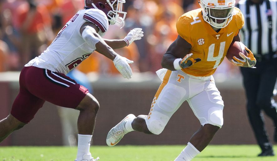 Tennessee running back John Kelly (4) runs downfield against Massachusetts during an NCAA college football game, Saturday, Sept. 23, 2017, in Knoxville, Tenn. (Clavin Mattheis/Knoxville News Sentinel via AP)
