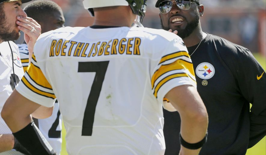 Pittsburgh Steelers head coach Mike Tomlin, right, talks to quarterback Ben Roethlisberger (7) during the second half of an NFL football game against the Chicago Bears, Sunday, Sept. 24, 2017, in Chicago. (AP Photo/Charles Rex Arbogast)