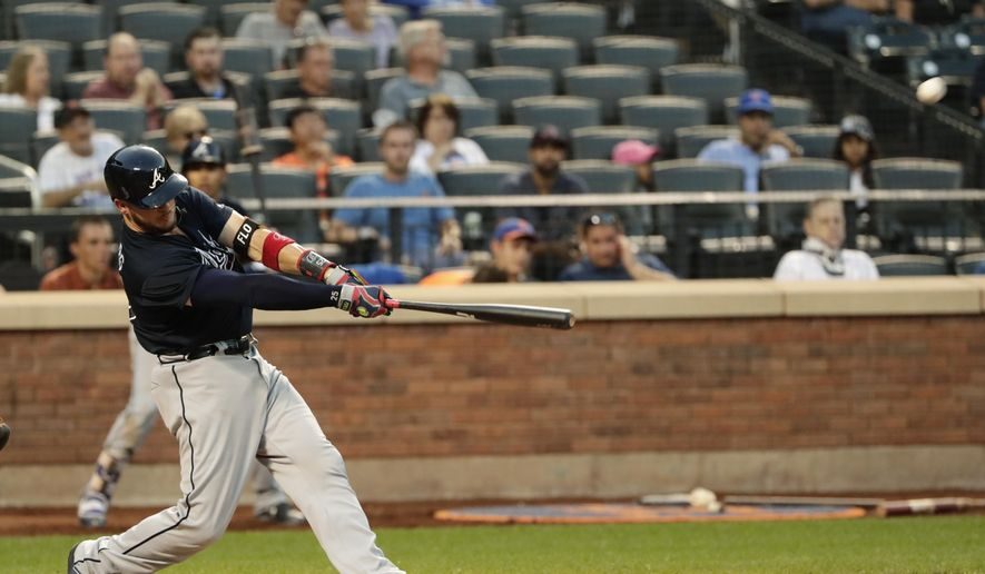 Atlanta Braves' Tyler Flowers hits a two-run home run during the eighth inning of the first baseball game of a doubleheader against the New York Mets ON Monday, Sept. 25, 2017, in New York. (AP Photo/Frank Franklin II)