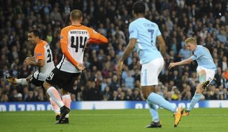 Manchester City's Kevin De Bruyne, right, shoots at goal during the Champions League Group F soccer match between Manchester City and Shakhtar Donetsk at Etihad stadium, Manchester, England, Tuesday, Sept. 26, 2017. (AP Photo/Rui Vieira)