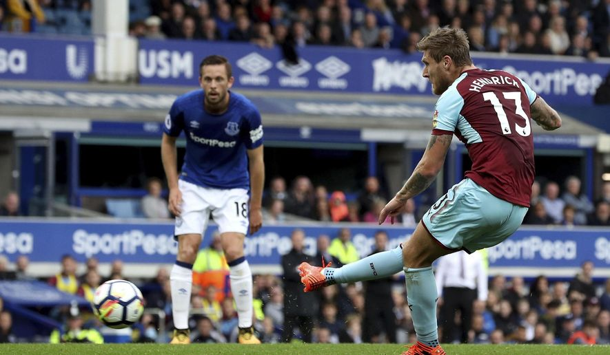 Burnley's Jeff Hendrick scores his side's first goal of the game against Everton, during the English Premier League soccer match at Goodison Park in Liverpool, England, Sunday Oct. 1, 2017.  (Martin Rickett/PA via AP)