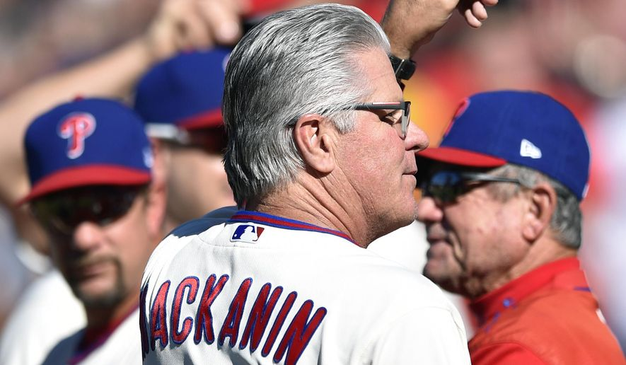 Philadelphia Phillies manager Pete Mackanin tips his cap to the crowd prior to a baseballgame against the New York Mets, Sunday, Oct. 1, 2017, in Philadelphia. (AP Photo/Derik Hamilton)