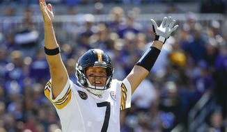 Pittsburgh Steelers quarterback Ben Roethlisberger (7) celebrates running back Le'Veon Bell (26) touchdown during the first half of an NFL football game against the Baltimore Ravens in Baltimore, Sunday, Oct. 1, 2017. (AP Photo/Patrick Semansky)