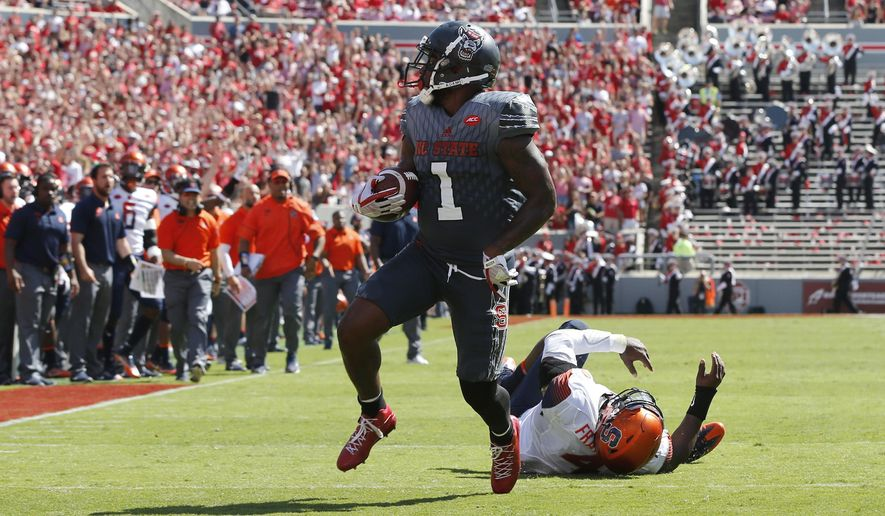 North Carolina State's Jaylen Samuels (1) beats Syracuse linebacker Zaire Franklin (4) to score on 16-yard touchdown run during the first half of an NCAA college football game at Carter-Finley Stadium in Raleigh, N.C., Saturday, Sept. 30, 2017. (Ethan Hyman/The News & Observer via AP)