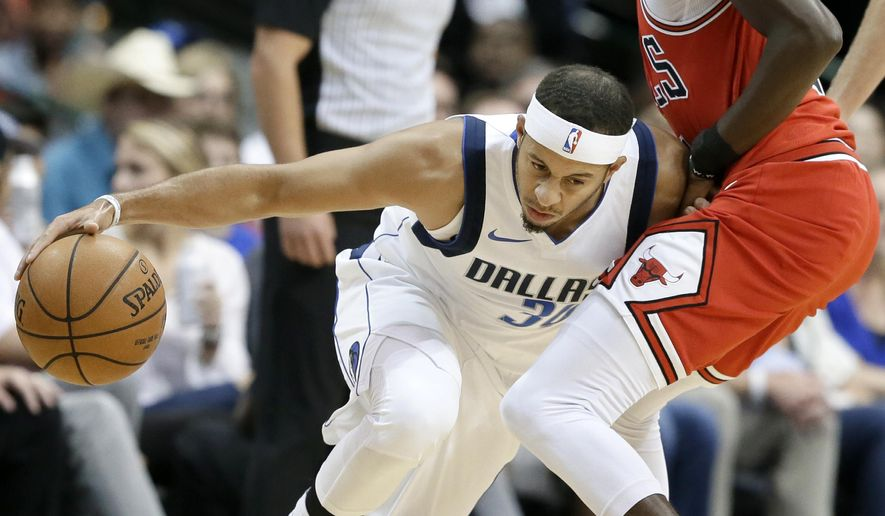 Dallas Mavericks guard Seth Curry (30) works to get around the defense of Chicago Bulls guard Justin Holiday (7) during the first half of a preseason NBA basketball game, Wednesday, Oct. 4, 2017, in Dallas. (AP Photo/Tony Gutierrez)