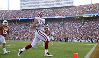 Oklahoma tight end Mark Andrews (81) runs into the end zone during an NCAA college football game against Texas, Saturday, Oct. 14, 2017, in Dallas. (Ian Maule/Tulsa World via AP)