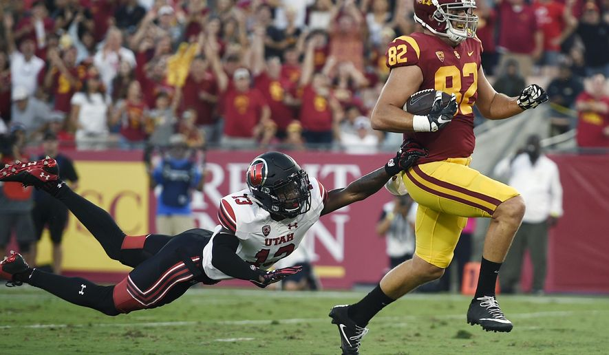 Southern California tight end Tyler Petite, right, runs in the ball after a catch for a touchdown ahead of Utah defensive back Marquise Blair during the first half of an NCAA college football game in Los Angeles, Saturday, Oct. 14, 2017. (AP Photo/Kelvin Kuo)