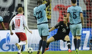 Leipzig's Emil Forsberg, left, scores his side's second goal during the Champions League Group G first leg soccer match between RB Leipzig and FC Porto in Leipzig, Germany, Tuesday, Oct. 17, 2017. (AP Photo/Jens Meyer)