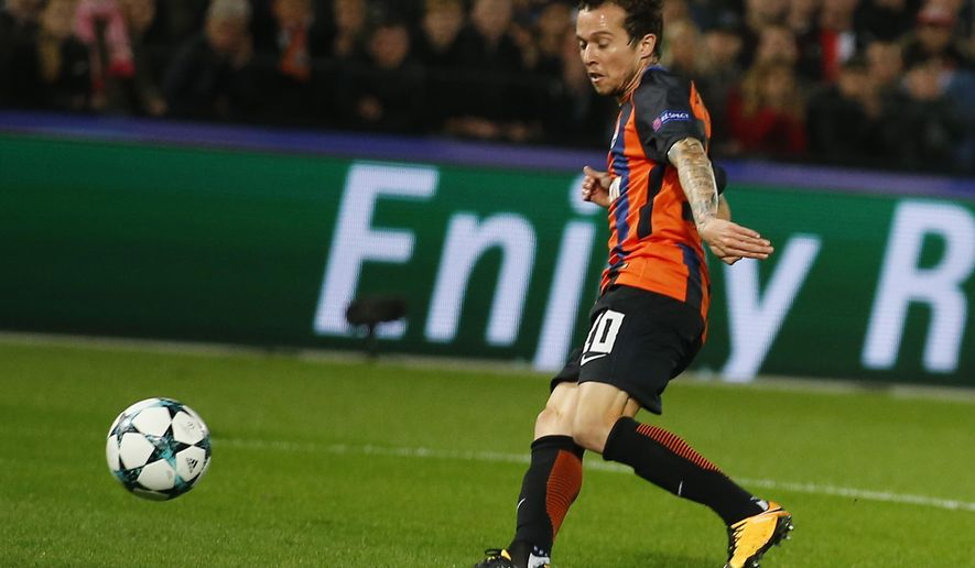 Shakhtar's Bernard scores his side's first goal during a Champions League Group F soccer match between Feyenoord and Shakhtar Donetsk at the Kuip stadium in Rotterdam, Netherlands, Tuesday, Oct. 17, 2017. (AP Photo/Peter Dejong)