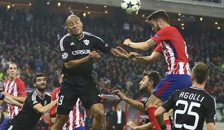 Qarabag's Dino Ndlovu, left, with Atletico Madrid's Saul Niguez during the Champions League, group C, soccer match between Qarabag FK and Atletico Madrid at the Baku Oliympiy stadium in Baku, Azerbaijan, Wednesday, Oct. 18, 2017. (AP Photo/Aziz Karimov)