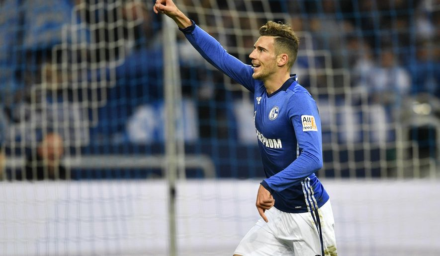 Schalke's Leon Goretzka celebrates after he scored the opening goal during the German Bundesliga soccer match between FC Schalke 04 and FSV Mainz 05 at the Arena in Gelsenkirchen, Germany, Friday, Oct. 20, 2017. (AP Photo/Martin Meissner)