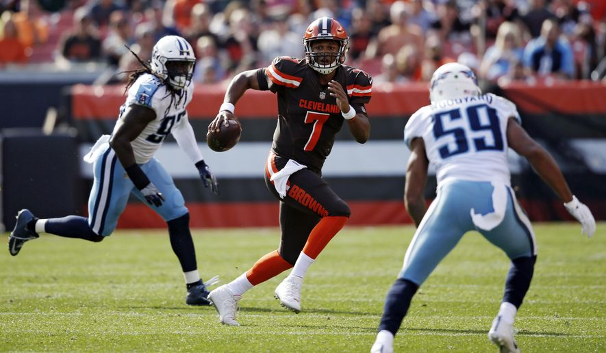 Cleveland Browns quarterback DeShone Kizer (7) scrambles against the Tennessee Titans in the first half of an NFL football game, Sunday, Oct. 22, 2017, in Cleveland. (AP Photo/Ron Schwane)