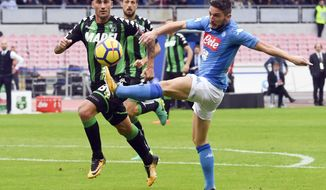 Napoli's Dries Mertens, right, kicks the ball during the Serie A soccer match between Napoli and Sassuolo, at the San Paolo stadium in Naples, Italy, Sunday, Oct. 29, 2017. (Ciro Fusco/ANSA via AP)