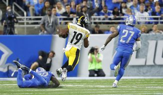 Pittsburgh Steelers wide receiver JuJu Smith-Schuster (19) breaks downfield for a 97-yard touchdown run during the second half of an NFL football game against the Detroit Lions, Sunday, Oct. 29 2017, in Detroit. (AP Photo/Rick Osentoski)