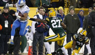 Detroit Lions' Golden Tate gets past Green Bay Packers' Josh Jones and Davon House during the second half of an NFL football game Monday, Nov. 6, 2017, in Green Bay, Wis. (AP Photo/Matt Ludtke)