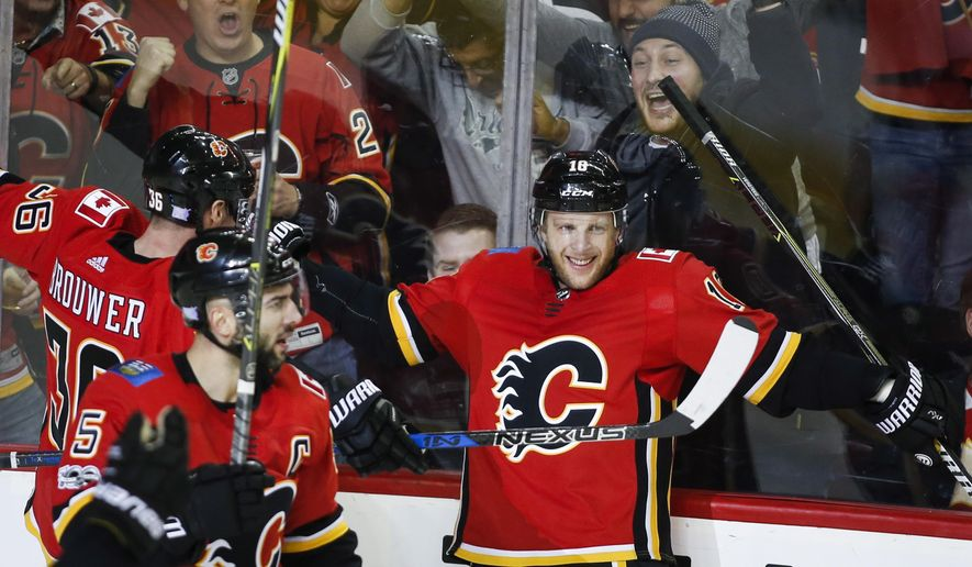 Calgary Flames' Kris Versteeg, right, celebrates his goal against the St. Louis Blues with teammates during the third period of an NHL hockey game Monday, Nov. 13, 2017, in Calgary, Alberta. (Jeff McIntosh/The Canadian Press via AP)
