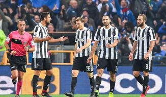 From left, Juventus' Sami Khedira, Stephan Lichtsteiner, Giorgio Chiellini and Gonzalo Higuain reacts after Sampdoria's Gian Marco Ferrari scored his side's 3rd goal, during  the Serie A soccer match between Sampdoria and Juventus at the Luigi Ferraris Stadium in Genoa, Italy, Sunday, Nov. 19, 2017. Sampdoria won 3-2. (Simone Arveda/ANSA via AP)