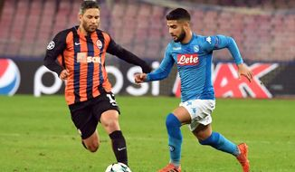 Napoli's Lorenzo Insigne, right, and Shakhtar's Marlos go for the ball during the Champions League Group stage group F soccer match between Napoli and Shakhtar Donetsk at the Naples San Paolo stadium, Italy, Tuesday, Nov. 21, 2017.  (Ciro Fusco/ANSA via AP)