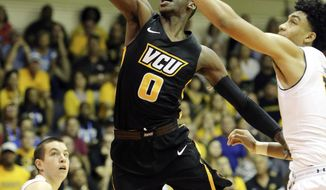 California forward Justice Sueing, right,  can't stop Virginia Commonwealth guard De'Riante Jenkins, center, from making a layup during the second half of an NCAA college basketball game, Tuesday, Nov. 21, 2017, in Lahaina, Hawaii. (AP Photo/Marco Garcia)