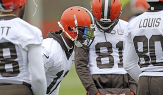Cleveland Browns wide receiver Josh Gordon talks to fellow wide receivers  during NFL football practice, Wednesday, Nov. 22, 2017, in Berea, Ohio. (Joshua Gunter/Cleveland.com via AP)