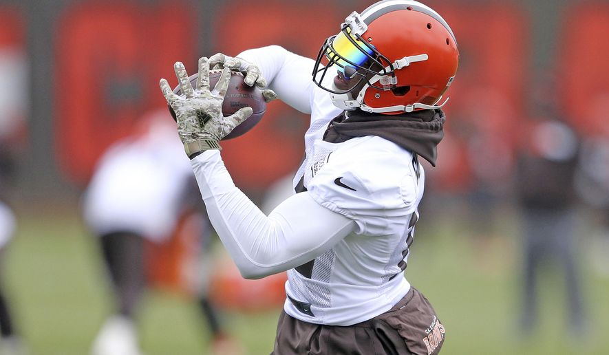 Cleveland Browns wide receiver Josh Gordon catches a pass during NFL football practice, Wednesday, Nov. 22, 2017, in Berea, Ohio. (Joshua Gunter/Cleveland.com via AP)