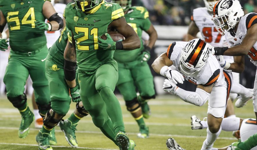 Oregon running back Royce Freeman (21), runs for a second quarter touchdown against Oregon State in an NCAA college football game Saturday, Nov. 25, 2017 in Eugene, Ore. (AP Photo/Thomas Boyd)