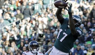 Philadelphia Eagles' Alshon Jeffery pulls in a touchdown pass during the first half of an NFL football game against the Chicago Bears, Sunday, Nov. 26, 2017, in Philadelphia. (AP Photo/Michael Perez)
