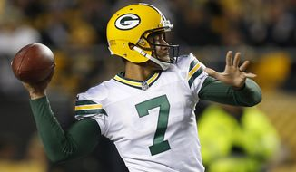Green Bay Packers quarterback Brett Hundley (7) throws a touchdown pass to Randall Cobb during the first half of an NFL football game against the Pittsburgh Steelers in Pittsburgh, Sunday, Nov. 26, 2017. (AP Photo/Keith Srakocic)