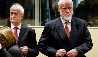 Bruno Stojic en Slobodan Praljak, right, enter the Yugoslav War Crimes Tribunal in The Hague, Netherlands, Wednesday, Nov. 29, 2017, to hear the verdict in the appeals case. A United Nations war crimes tribunal is handing down its last judgment, in an appeal by six Bosnian Croat political and military leaders who were convicted in 2013 of persecuting, expelling and murdering Muslims during Bosnia's war. Wednesday's hearing is the final case to be completed at the groundbreaking International Criminal Tribunal for the former Yugoslavia before it closes its doors next month. (Robin van Lonkhuijsen,Pool Photo via AP)