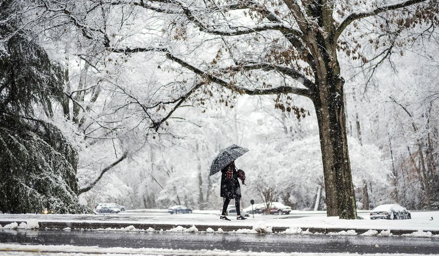 East Columbus High School senior Annaelise Kennedy, 17, returns after touring Wake Forest University's campus as snow falls, Friday, Dec. 8, 2017, in Winston-Salem, N.C. (Allison Lee Isley/The Winston-Salem Journal via AP)