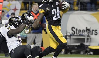 Pittsburgh Steelers running back Le'Veon Bell (26) slips the tackles of Baltimore Ravens inside linebacker C.J. Mosley (57), left, and Eric Weddle, rear, for a touchdown during the first half of an NFL football game in Pittsburgh, Sunday, Dec. 10, 2017. (AP Photo/Don Wright)