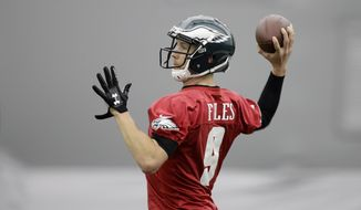 Philadelphia Eagles quarterback Nick Foles throws a pass during practice at the team's NFL football training facility in Philadelphia, Thursday, Dec. 14, 2017. (AP Photo/Matt Rourke)