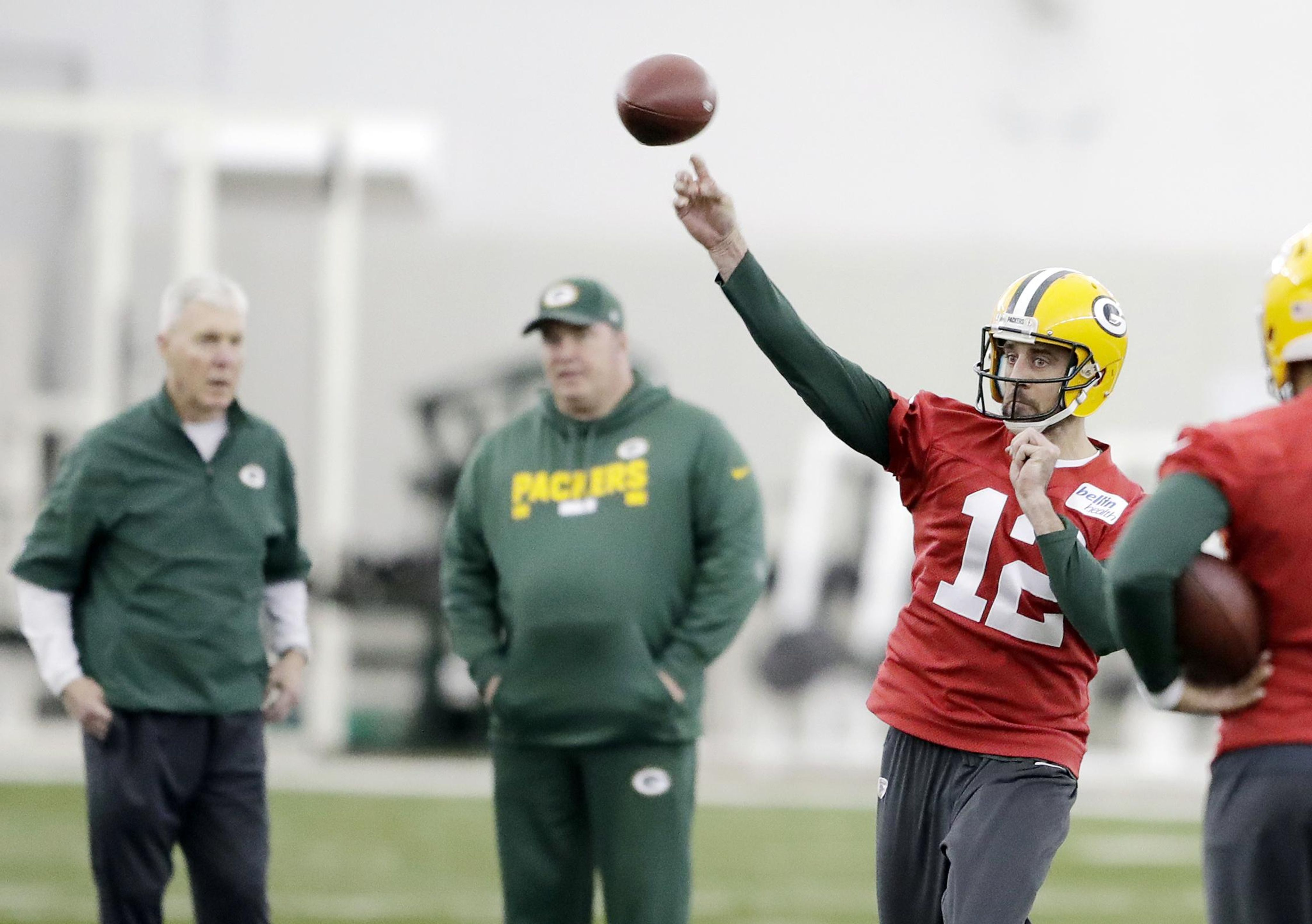 Packers_rodgers_football_92161_s4096x2885