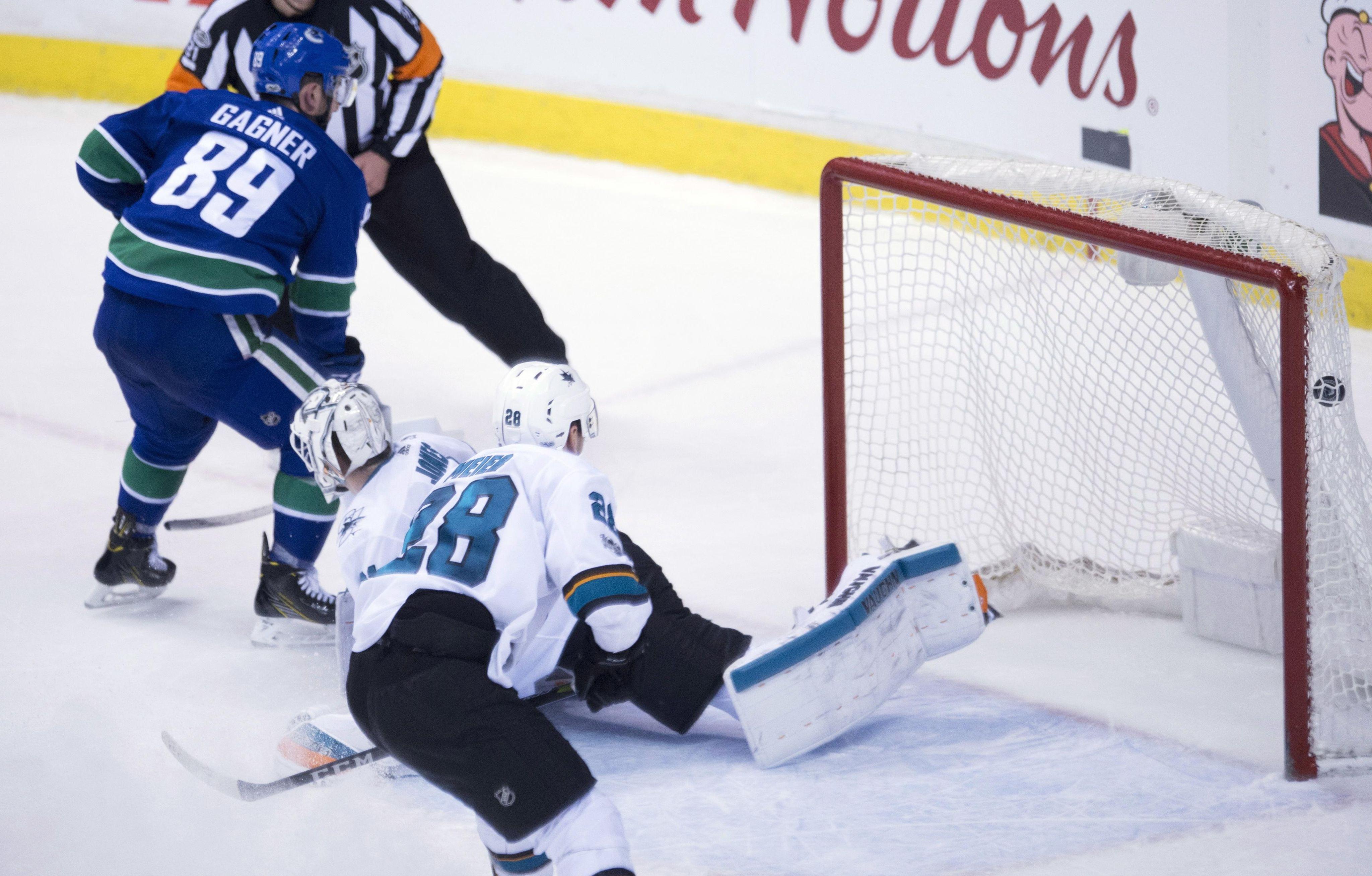 Sharks_canucks_hockey_45886_s4096x2616