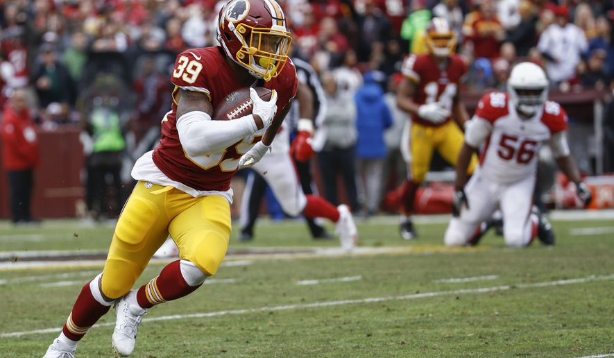 Washington Redskins running back Kapri Bibbs (39) heads down the field for a touchdown during the first half of an NFL football game against Arizona Cardinals in Landover, Md., Sunday, Dec 17, 2017. (AP Photo/Patrick Semansky)