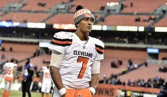 """FILE - In this Dec. 17, 2017, file photo, Cleveland Browns quarterback DeShone Kizer walks off the field after the Baltimore Ravens defeated the Browns 27-10 in an NFL football game in Cleveland. They're two losses away from a winless season, and quarterback DeShone Kizer acknowledged the possibility is weighing on him.""""You definitely feel it,"""" he said. The Browns play the Bears  on Sunday. (AP Photo/David Richard, File)"""