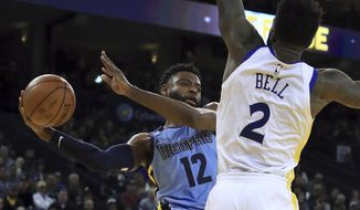 Memphis Grizzlies' Tyreke Evans, left, looks to pass the ball around Golden State Warriors' Jordan Bell (2) during the first half of an NBA basketball game Wednesday, Dec. 20, 2017, in Oakland, Calif. (AP Photo/Ben Margot)