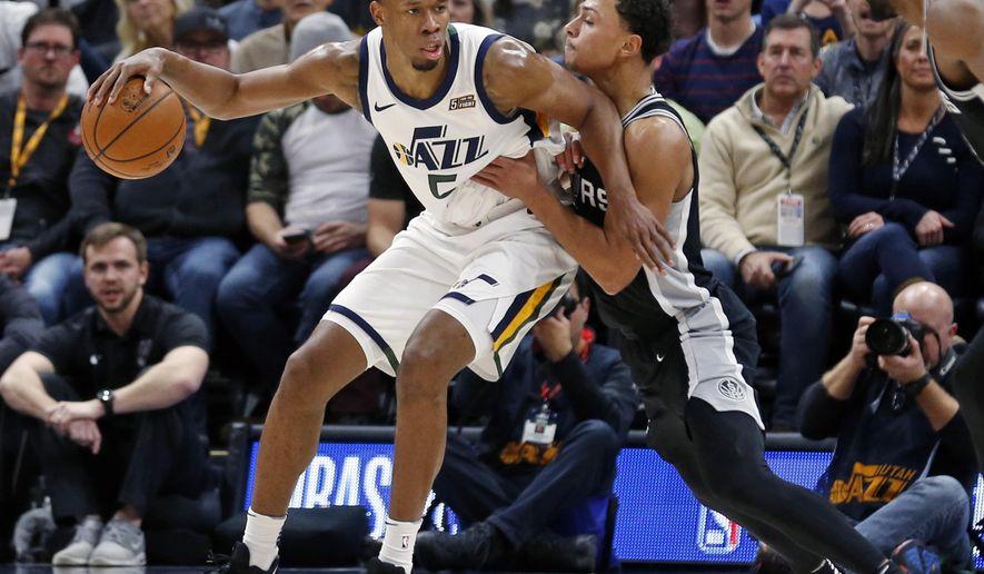 San Antonio Spurs guard Bryn Forbes, right, guards Utah Jazz guard Rodney Hood during the first half of an NBA basketball game Thursday, Dec. 21, 2017, in Salt Lake City. (AP Photo/Rick Bowmer)