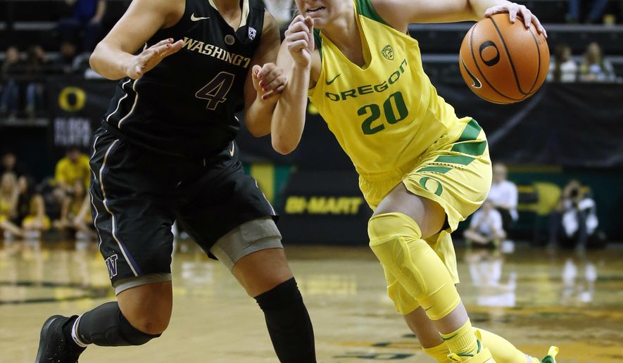 Oregon guard Sabrina Ionescu, right, drives past Washington guard Amber Melgoza in the third quarter of an NCAA college basketball game in Eugene, Ore., Sunday, Dec. 31, 2017. (Andy Nelson/The Register-Guard via AP)