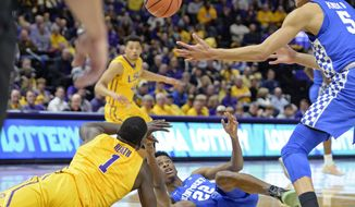 Kentucky forward Kevin Knox (5) and LSU forward Duop Reath (1) go after the loose ball as Kentucky guard Shai Gilgeous-Alexander (22) watches in the first half of an NCAA college basketball game, Wednesday, Jan. 3, 2018, in Baton Rouge, La. (AP Photo/Bill Feig)