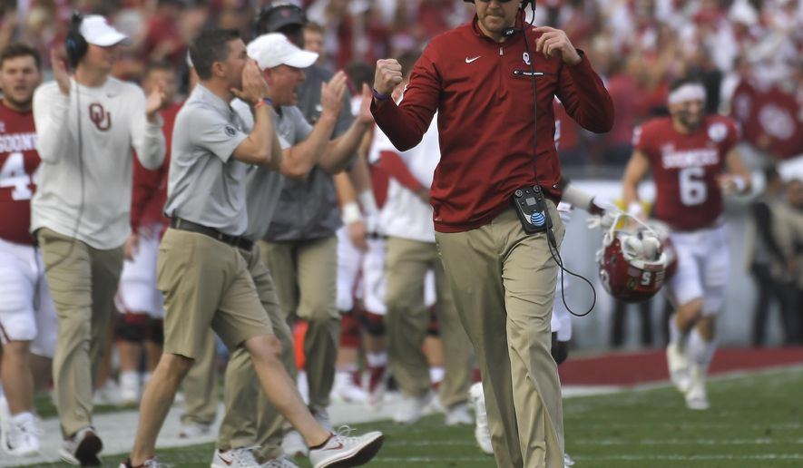 Oklahoma head coach Lincoln Riley reacts to a play during the first half of the Rose Bowl NCAA college football game against Georgia, Monday, Jan. 1, 2018, in Pasadena, Calif. (AP Photo/Mark J. Terrill)