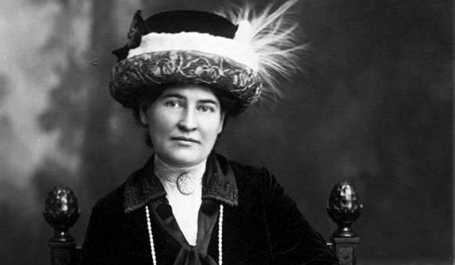 Novelist Willa Cather, shown here in a 1912 photograph. Aime Dupont Studio, New York - Willa Cather Pioneer Memorial and Educational. In the public domain via Wikimedia Commons.