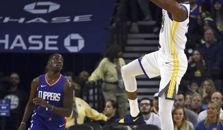 Golden State Warriors' Kevin Durant shoots against Los Angeles Clippers' Jawun Evans during the first half of an NBA basketball game Wednesday, Jan. 10, 2018, in Oakland, Calif. (AP Photo/Ben Margot)