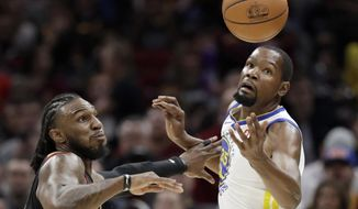 Cleveland Cavaliers' Jae Crowder, left, knocks the ball loose from Golden State Warriors' Kevin Durant in the first half of an NBA basketball game, Monday, Jan. 15, 2018, in Cleveland. (AP Photo/Tony Dejak)