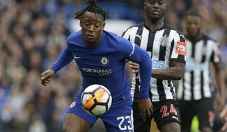 Chelsea's Michy Batshuayi, left, vies for the ball with Newcastle United's Henri Saivet during the English FA Cup fourth round soccer match between Chelsea and Newcastle United at Stamford Bridge stadium in London, Sunday, Jan. 28, 2018 . (AP Photo/Alastair Grant)