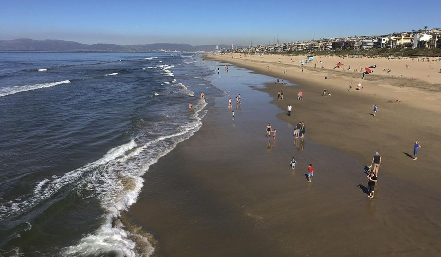 Clear skies are seen in Manhattan Beach, Calif., Sunday, Jan. 28, 2018. Powerful winds are whipping through Southern California amid a winter heat wave that's bringing increased fire danger. Forecasters said Sunday that the hot, dry air will drop humidity levels into the single digits in much of greater Los Angeles. Temperatures are expected in the 80s. (AP Photo/John Antczak)