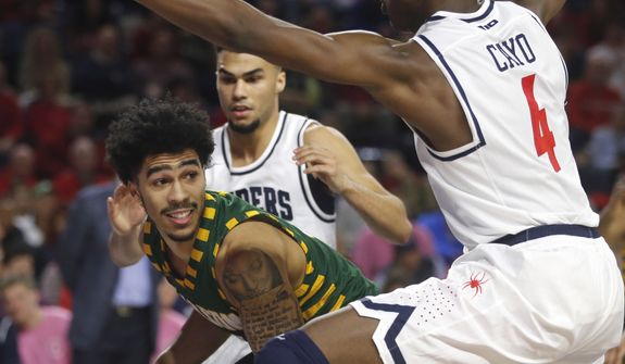George Mason's Otis Livingston II, center, looks to evade Richmond''s Nathan Cayo (4) during an NCAA college basketball game in Richmond, Va., Saturday, Feb. 3, 2018. (Joe Mahoney /Richmond Times-Dispatch via AP) **FILE***
