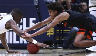 Oregon State's Ethan Thompson, right, and California's Kingsley Okoroh (22) reach for a loose ball in the first half of an NCAA college basketball game Saturday, Feb. 3, 2018, in Berkeley, Calif. (AP Photo/Ben Margot)