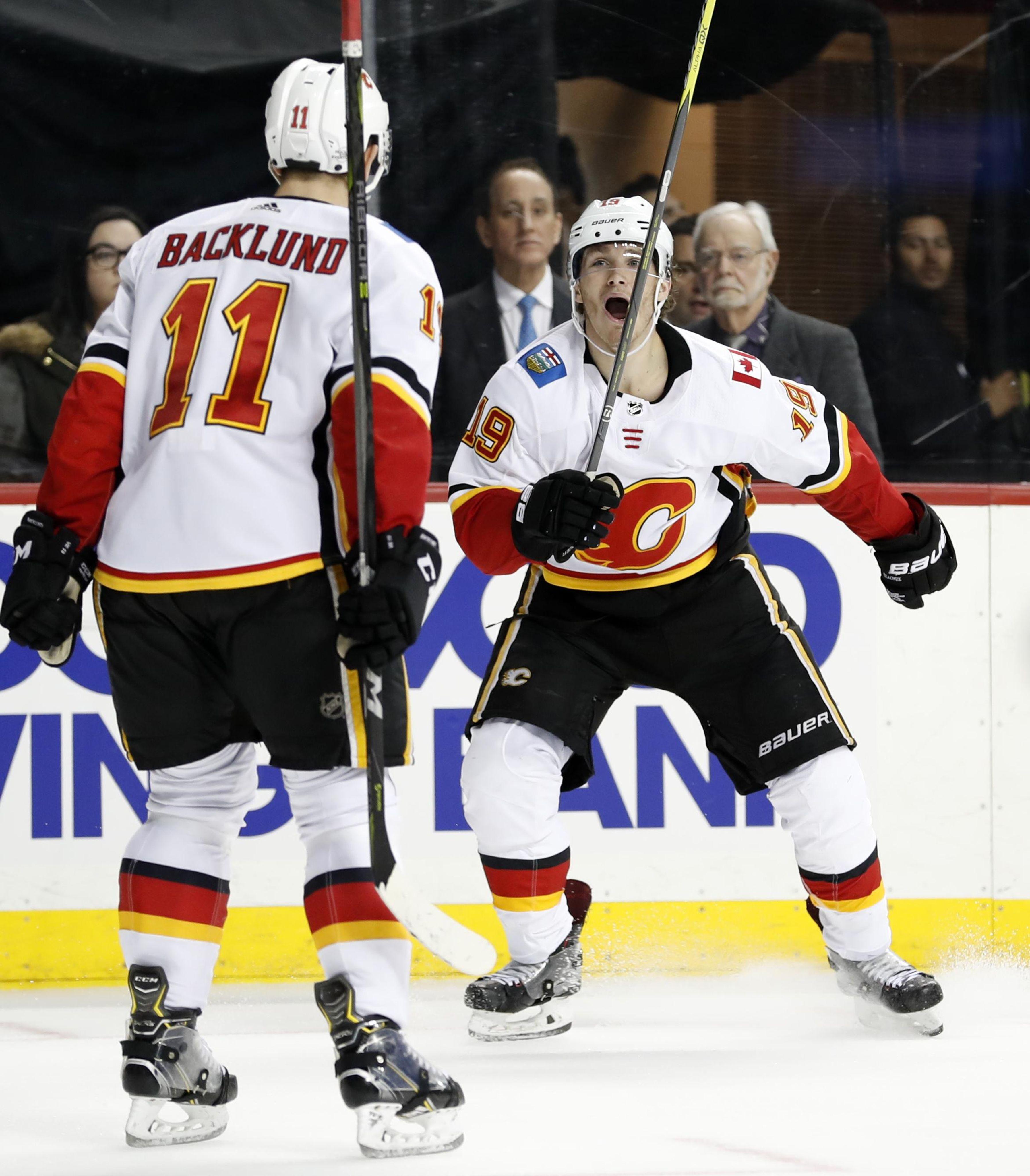 Flames_islanders_hockey_30672_s3588x4096